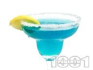 Коктейл Синя Маргарита (Blue Margarita) с текила, синьо кюрасо и лимонов сок